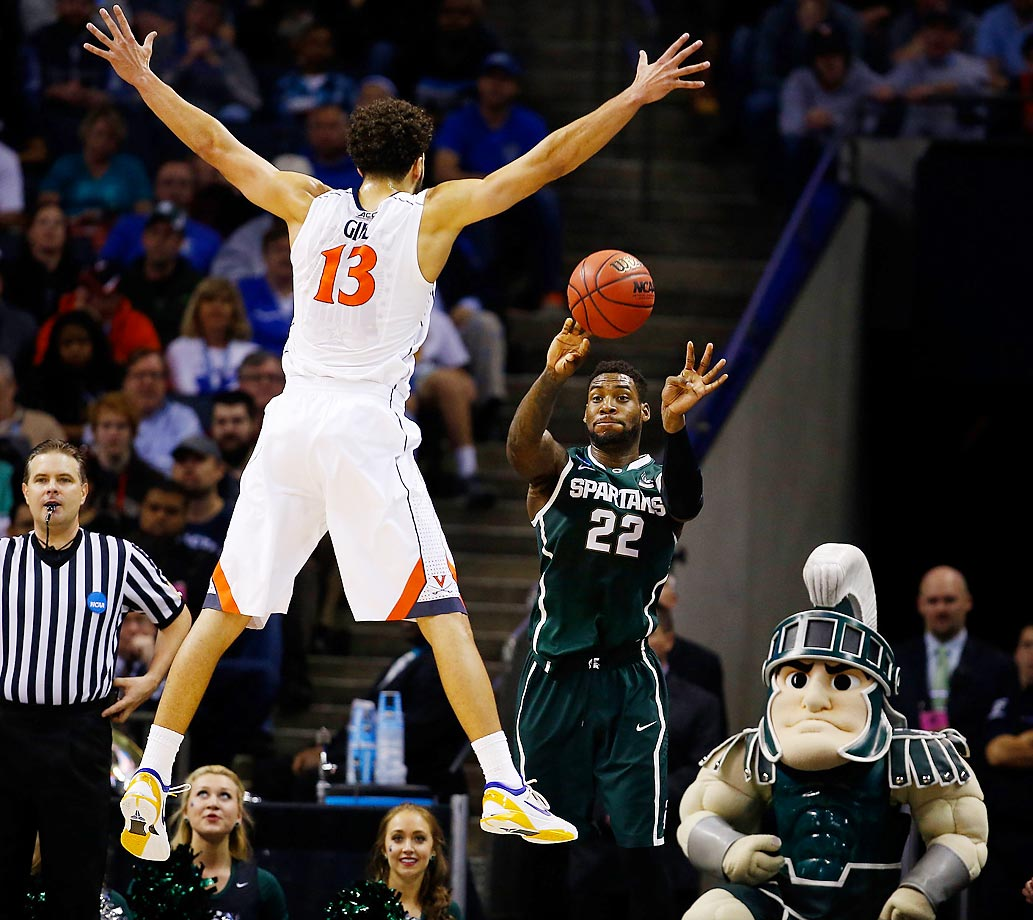 Virginia plays defense against Michigan State in the NCAA tournament.