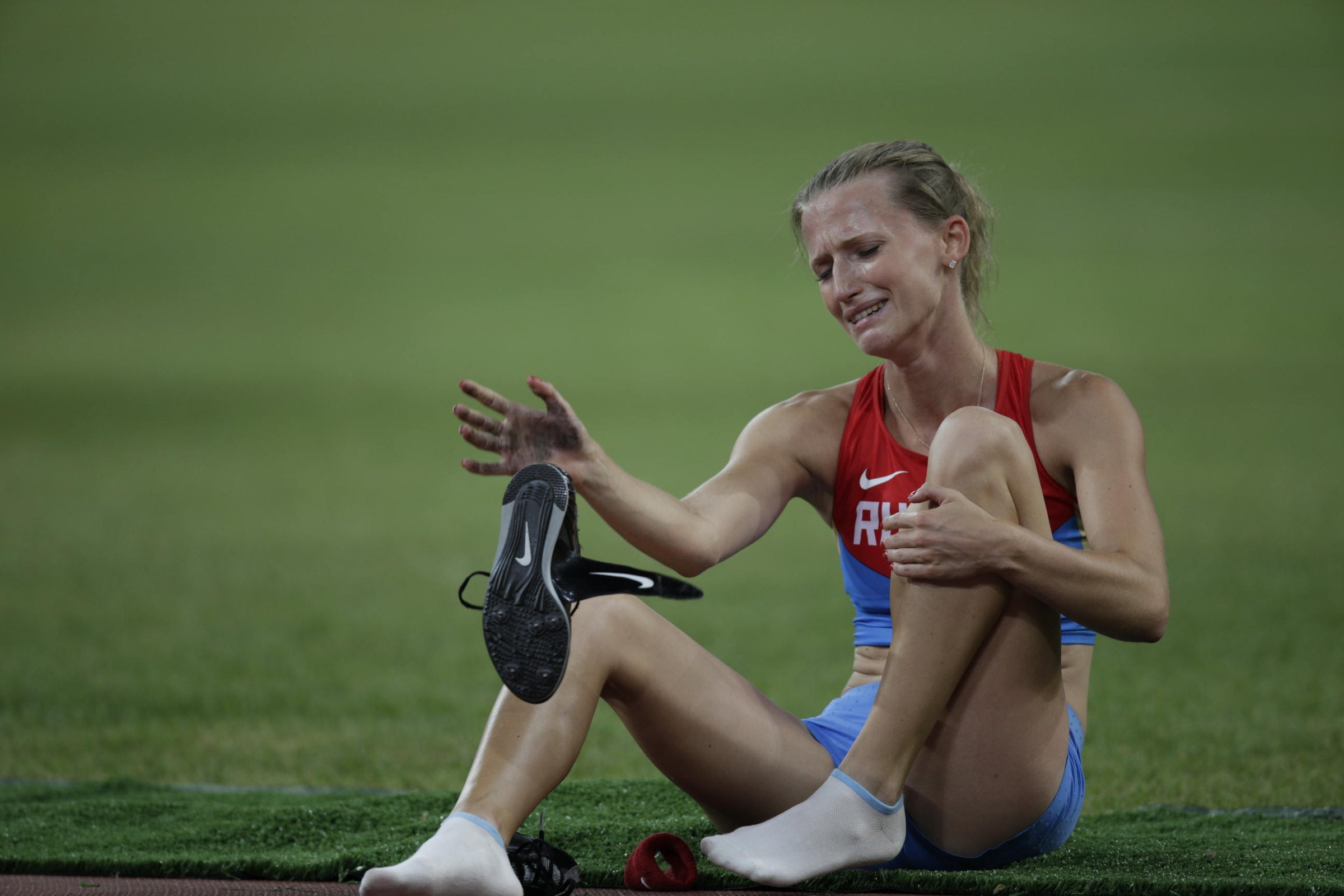 Anzhelika Sidorova (RUS) sits in disappointment after missing three attempts at the 4.50-meter height.