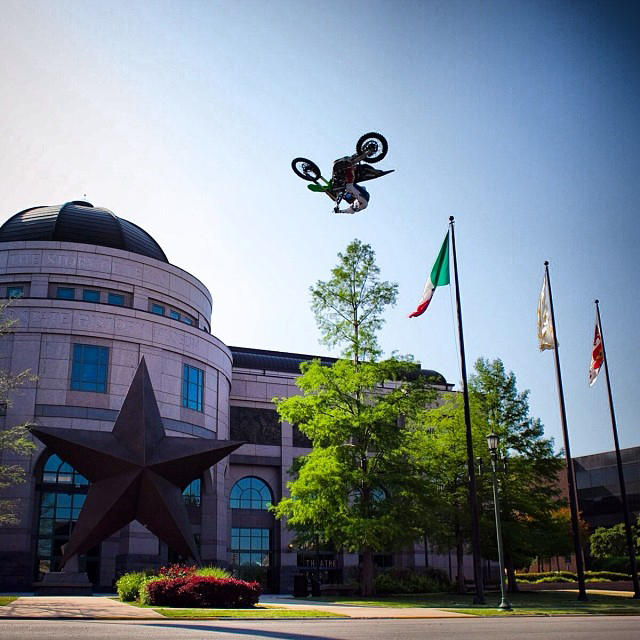 @joshhansen100 killing it today in front of the Texas History Museum... #atx #austin #xgames #xgamesaustin #espn #instagram