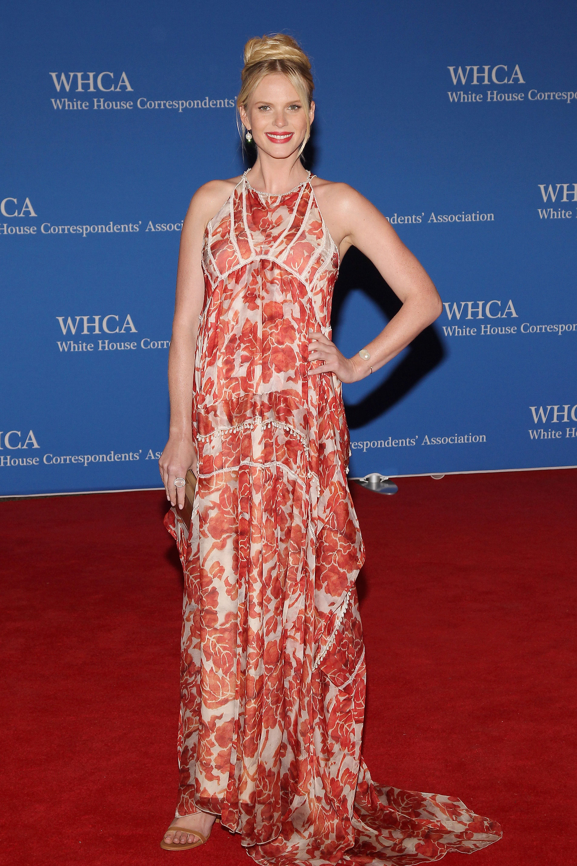 Anne V attends the 101st Annual White House Correspondents' Association Dinner.