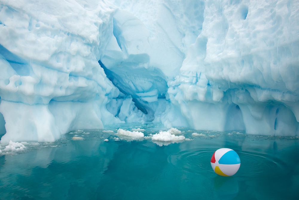 """BEACH BALL ICEBERG HORIZONTAL"""