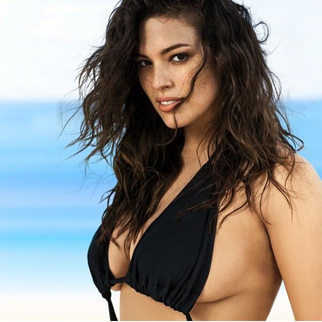 A little side boob never hurt anybody.. #curvesinbikinis #beautybeyondsize #lovetheskinyourein