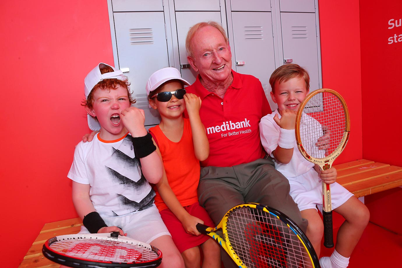 Rod Laver poses with young fans.