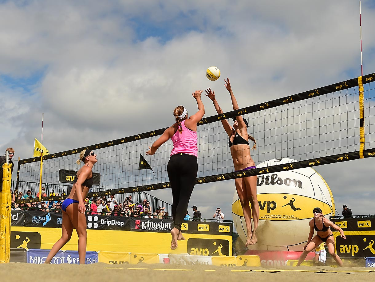 Misty May-Treanor drops one over Jennifer Kessy.