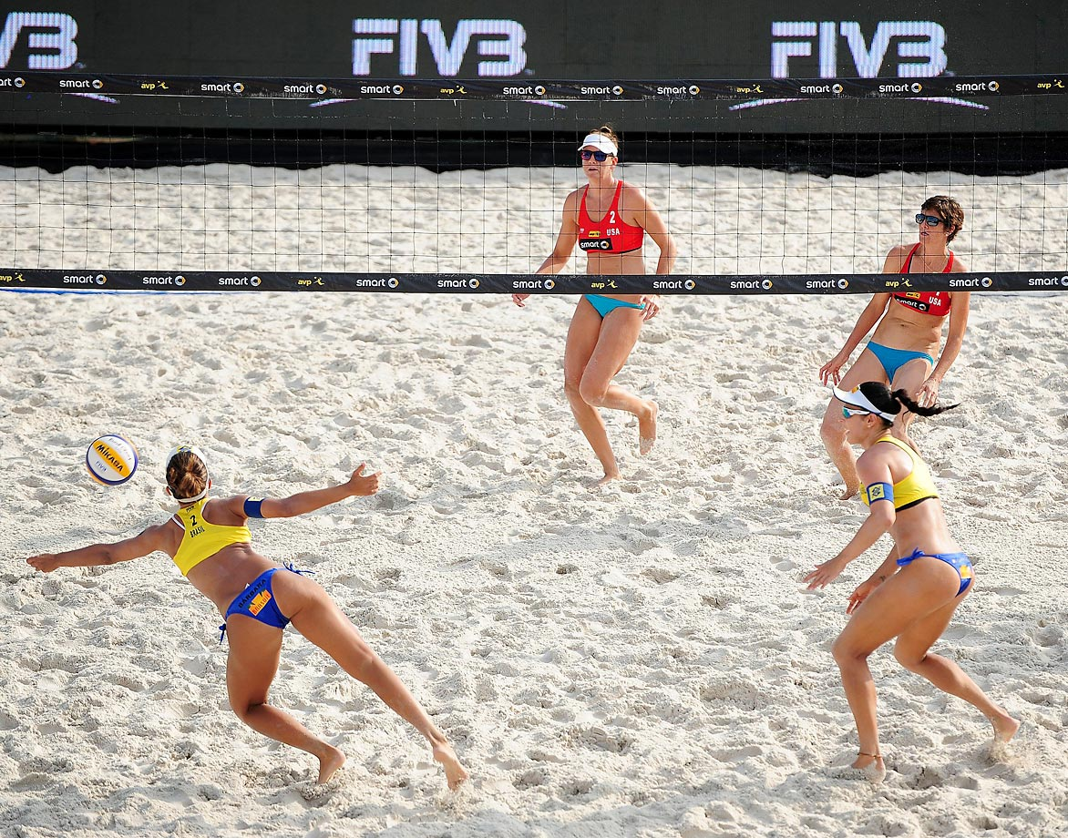 Agatha Bednarczuk and Barbara Seixas of Brazil take on Nicole Branagh and Jennifer Fopma of the U.S.