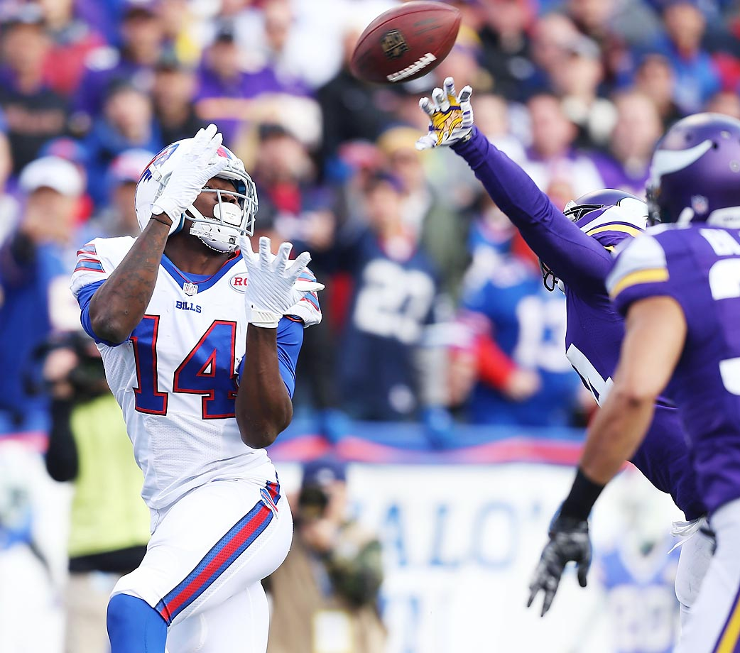 Sammy Watkins makes a touchdown catch in the Bills' 17-16 win over the Vikings.