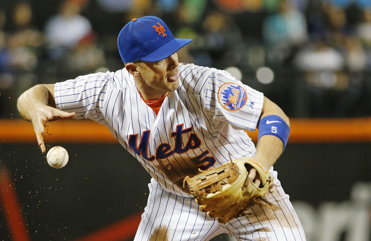 David Wright of the Mets loses his grip as he tries to throw to first against the Braves.
