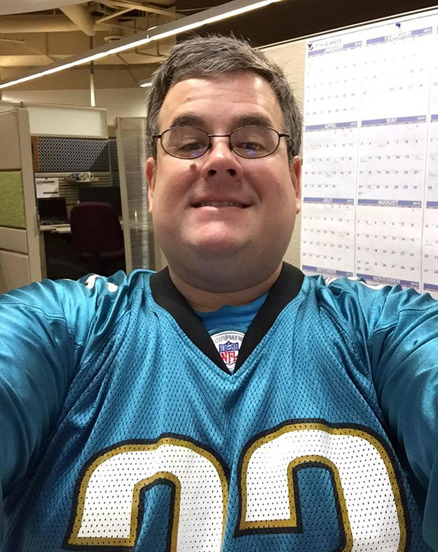 @SINow #myNFLFanStyle is invading Blue Friday in Indy with my #Jaguars gear at the office. Stay true to my team!