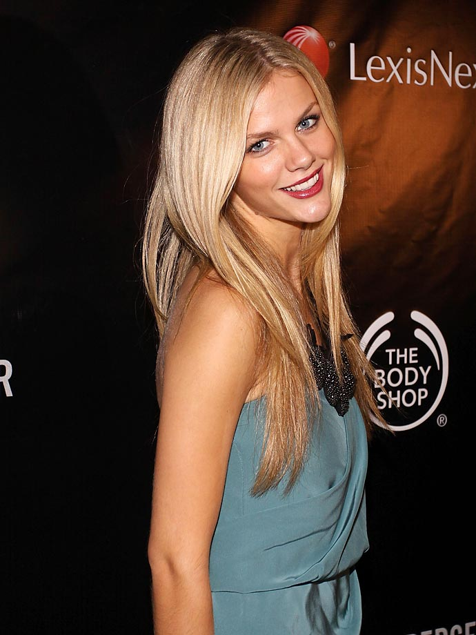 Brooklyn Decker photos, headis game, hot clicks | SI.com