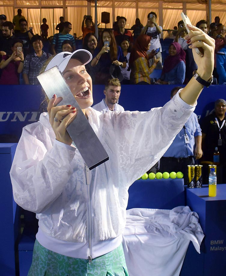 Caroline Wozniacki takes a selfie with her trophy from the BMW Malaysian Open.