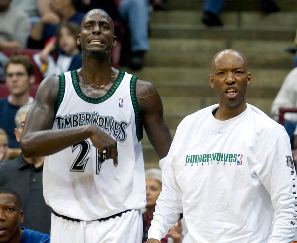 Kevin Garnett and Sam Cassell (2003) :: AP