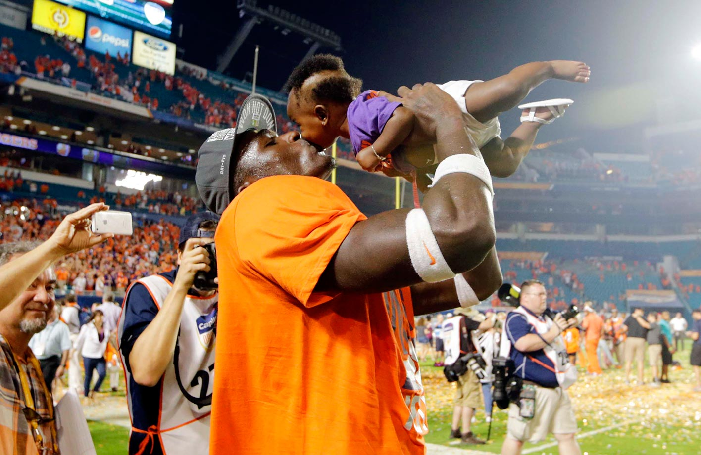 Jayron Kearse of Clemson kisses his daughter Ja'riah after his team won the Orange Bowl.