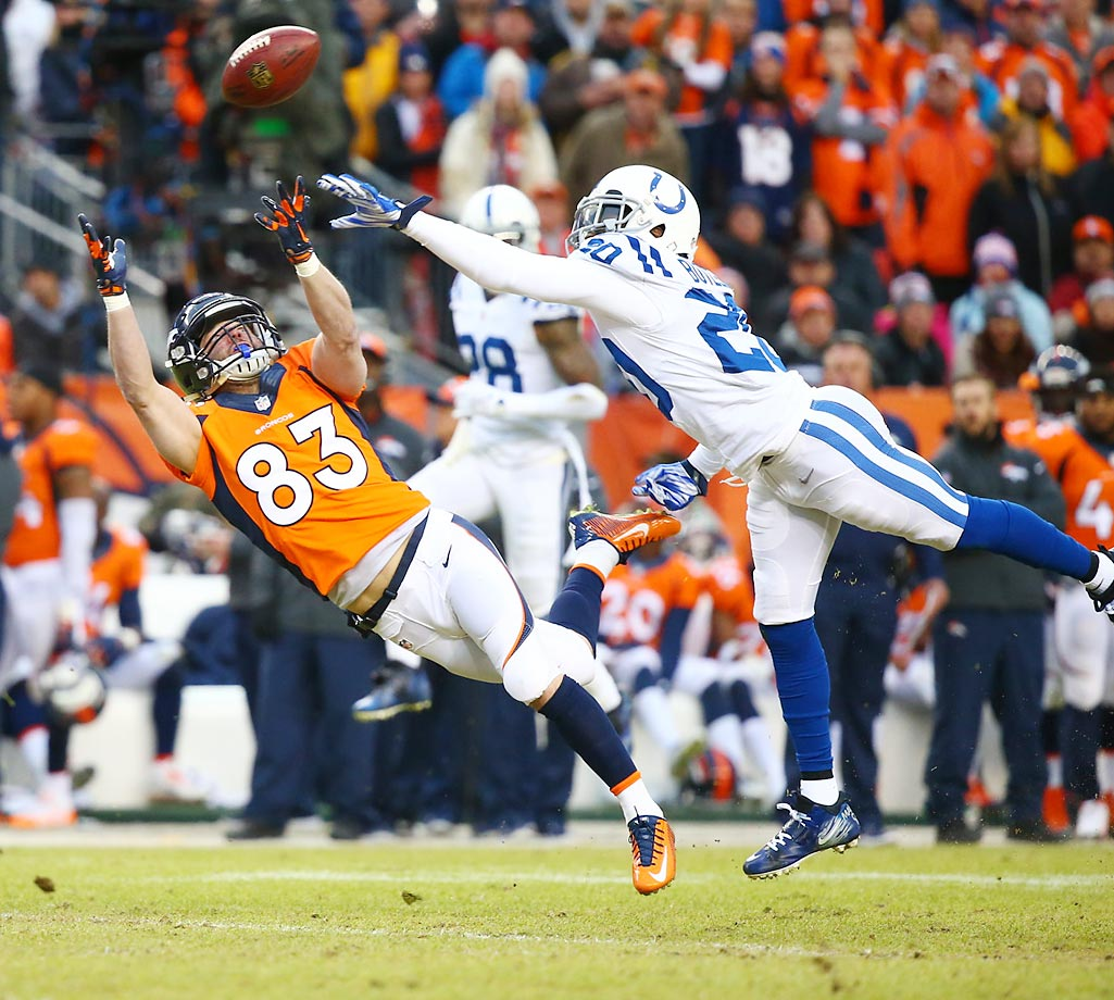 Wes Welker attempts a diving catch during an AFC Divisional Playoff game between the Indianapolis Colts and Denver Broncos.