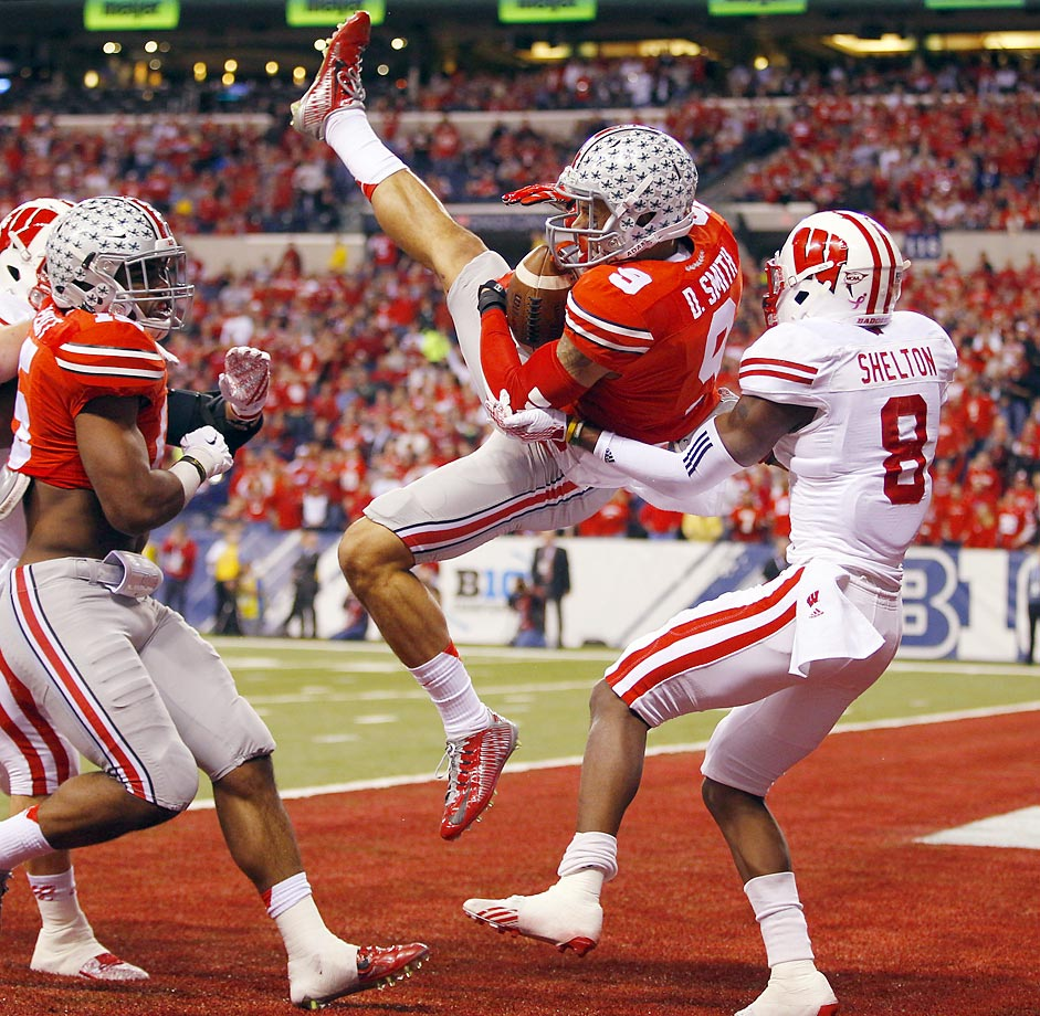 Ohio State Buckeyes wide receiver Devin Smith catches a touchdown pass against Wisconsin cornerback Sojourn Shelton in the first half of the Big 10 championship game.