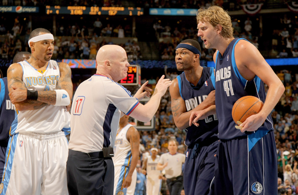 Dirk Nowitzki and Joey Crawford :: Getty Images