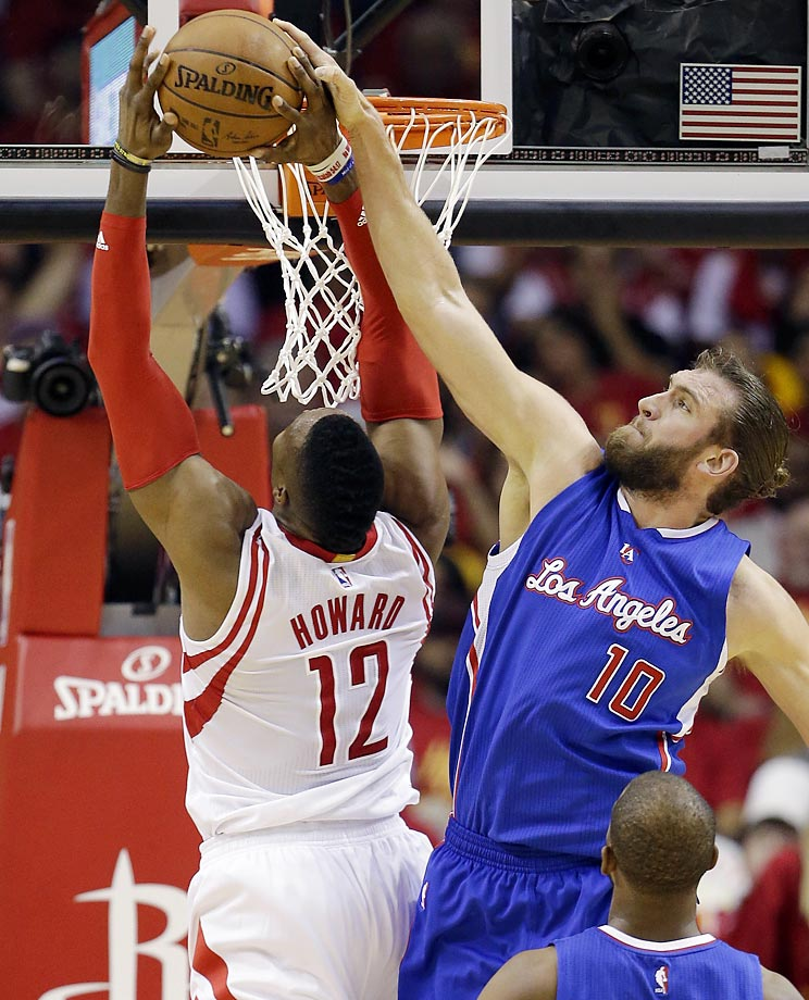 Rockets' Dwight Howard and Clippers' Spencer Hawes.