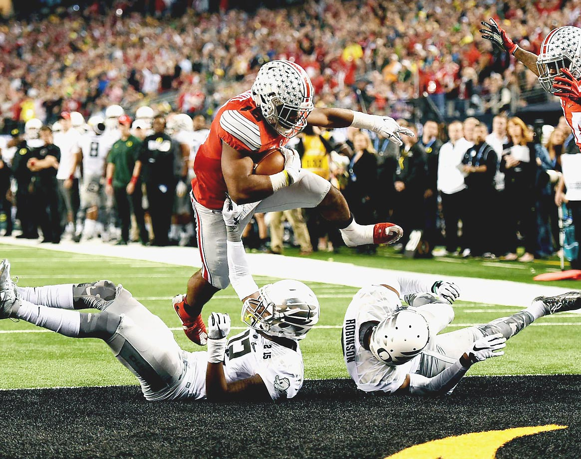 Running back Ezekiel Elliott of the Ohio State Buckeyes scores one of his four touchdowns in the national championship game.