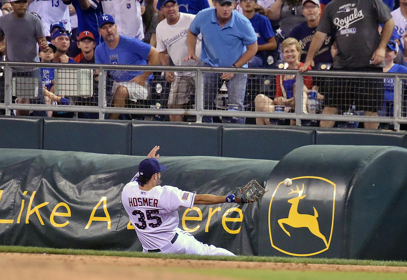 Eric Hosmer of the Kansas City Royals tries to catch a foul ball against the Minnesota Twins.
