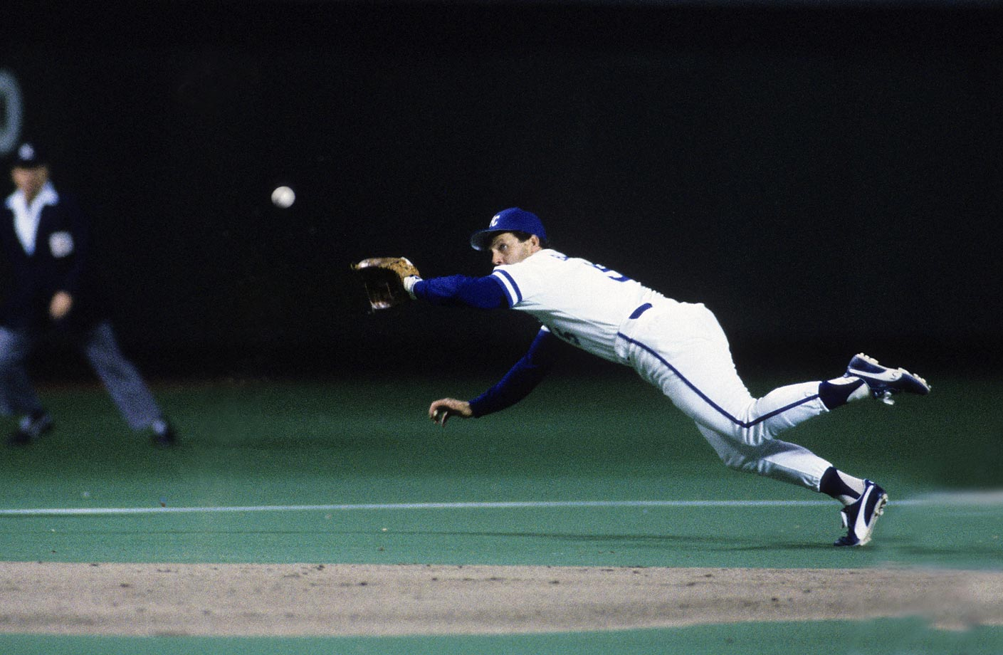 Third baseman George Brett makes a diving catch in Game 7.