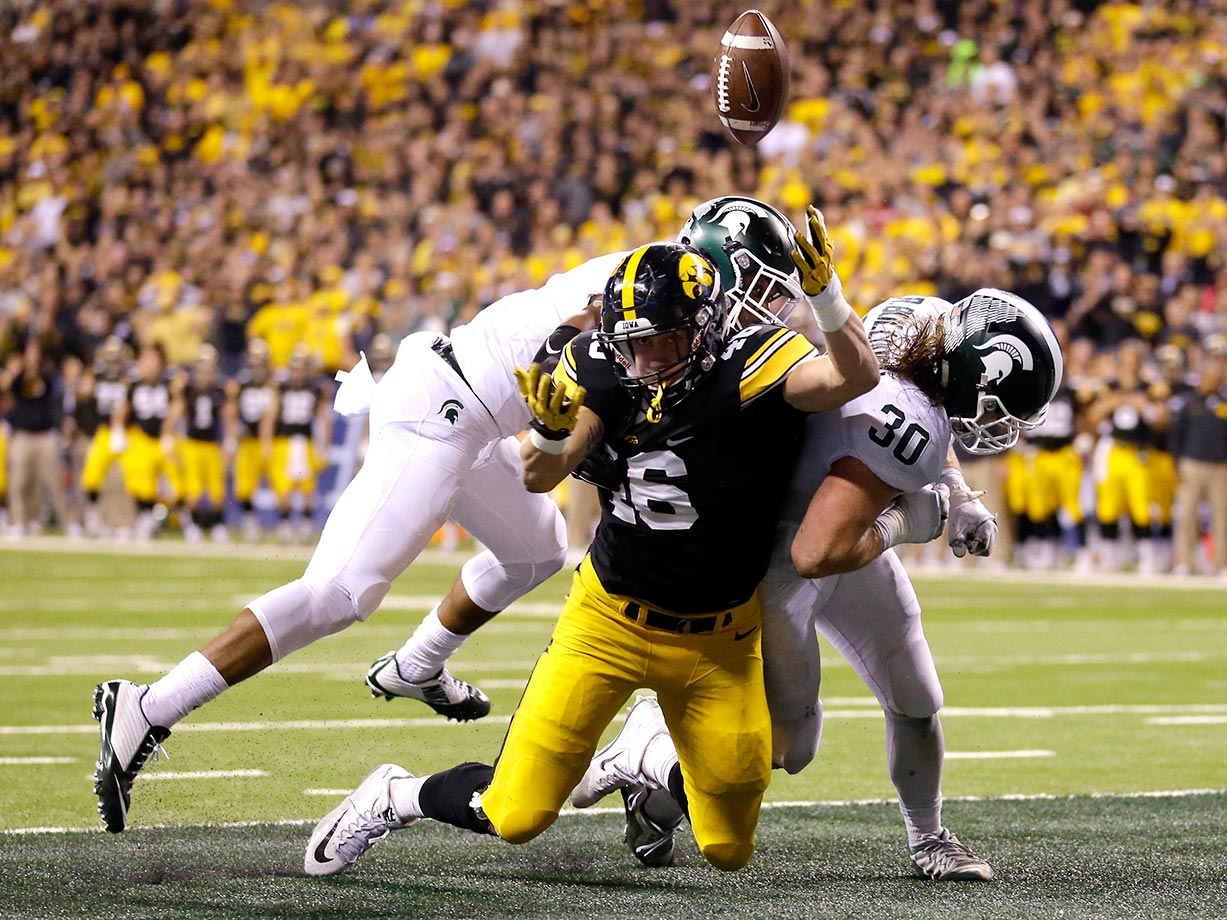 George Kittle of Iowa can't make this catch against Michigan State.