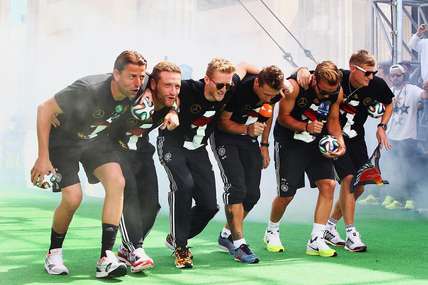 Roman Weidenfeller, Shkodran Mustafi, Andre Schuerrle, Miroslav Klose, Mario Goetze and Toni Kroos.