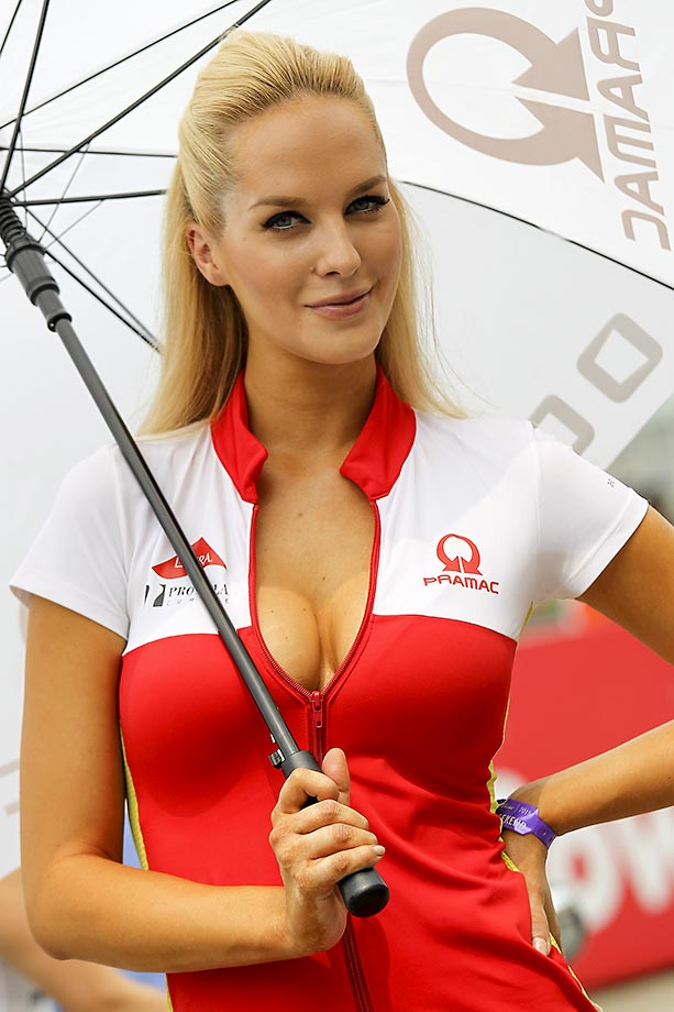 Here is a collection of grid girls from Formula 1, Superbike and other circuits.