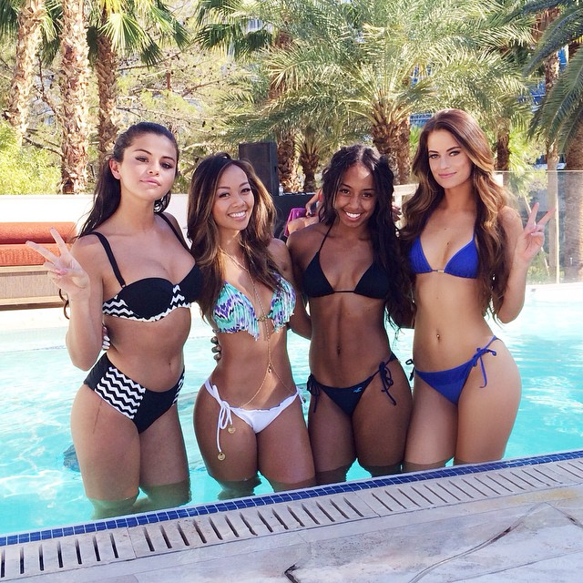 Hannah Stocking and friends :: @hannahstocking/Instagram