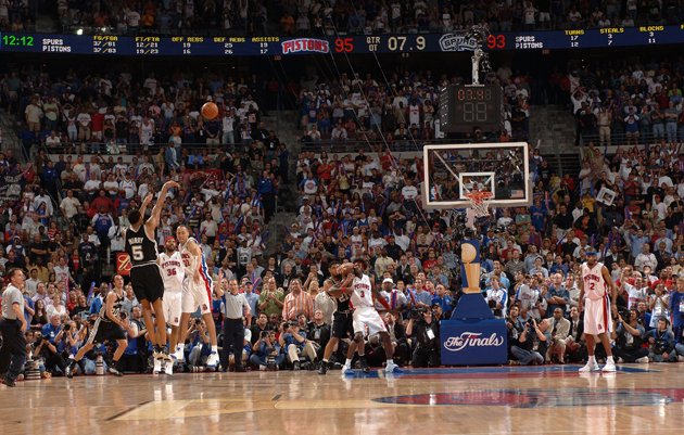 Robert Horry shoots a game-winning shot to put the Spurs up 96-95 with 7.6 seconds left in overtime against the Detroit Pistons in Game Five of the 2005 NBA Finals.
