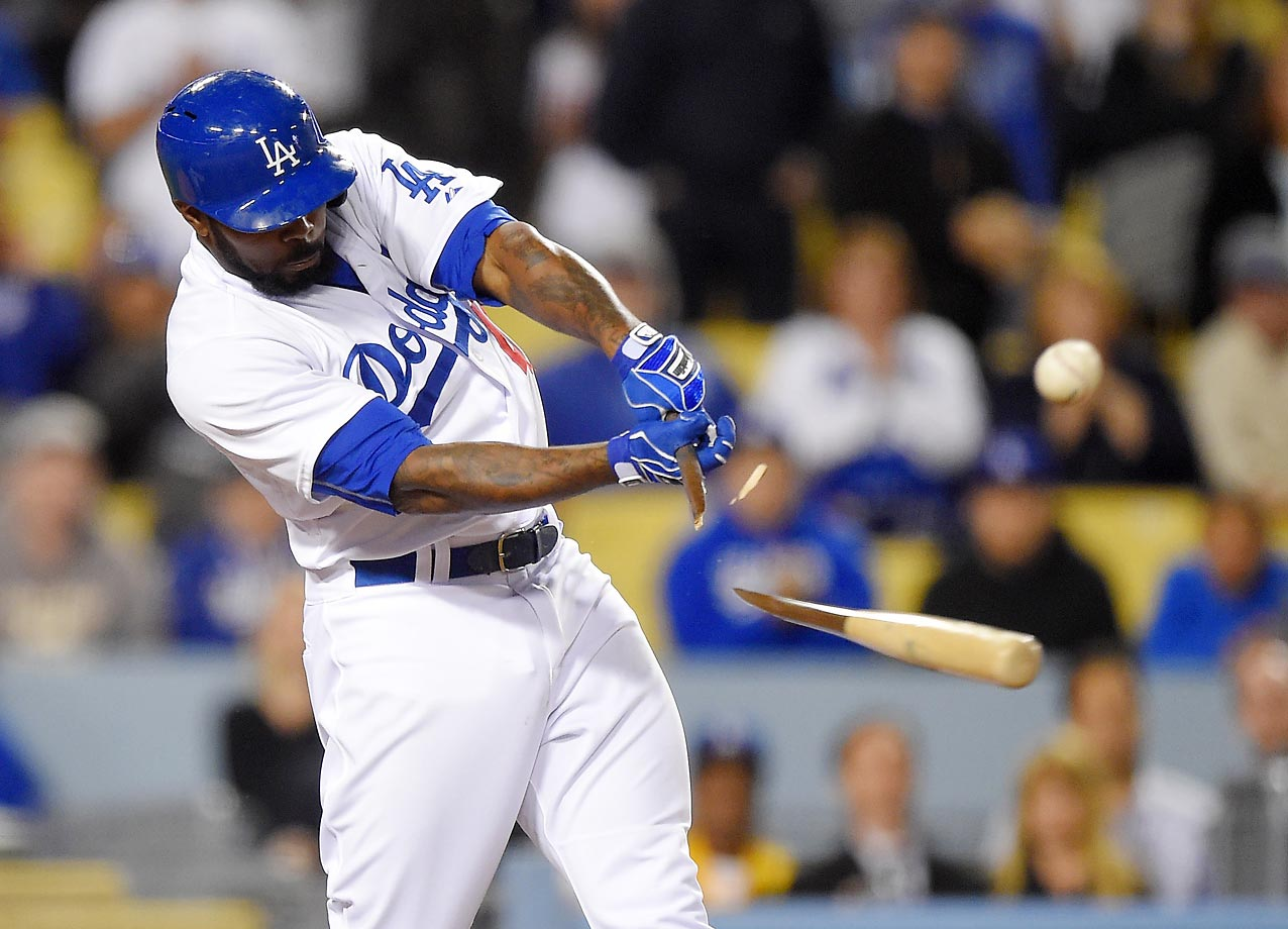 Howie Kendrick of the Dodgers hits a broken-bat single to win the game in the ninth inning against the Mariners.