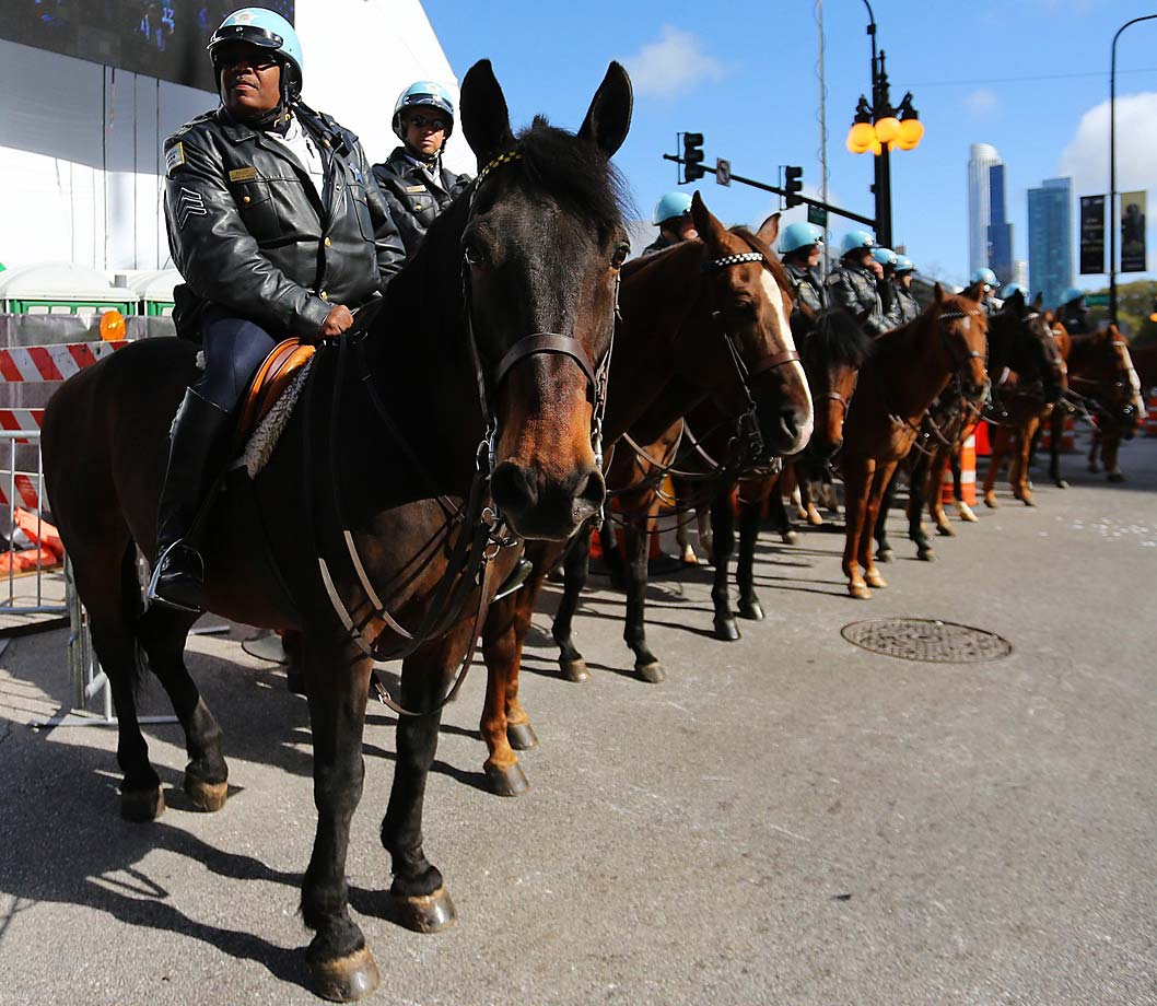 Chicago mounted police before the first round commenced.