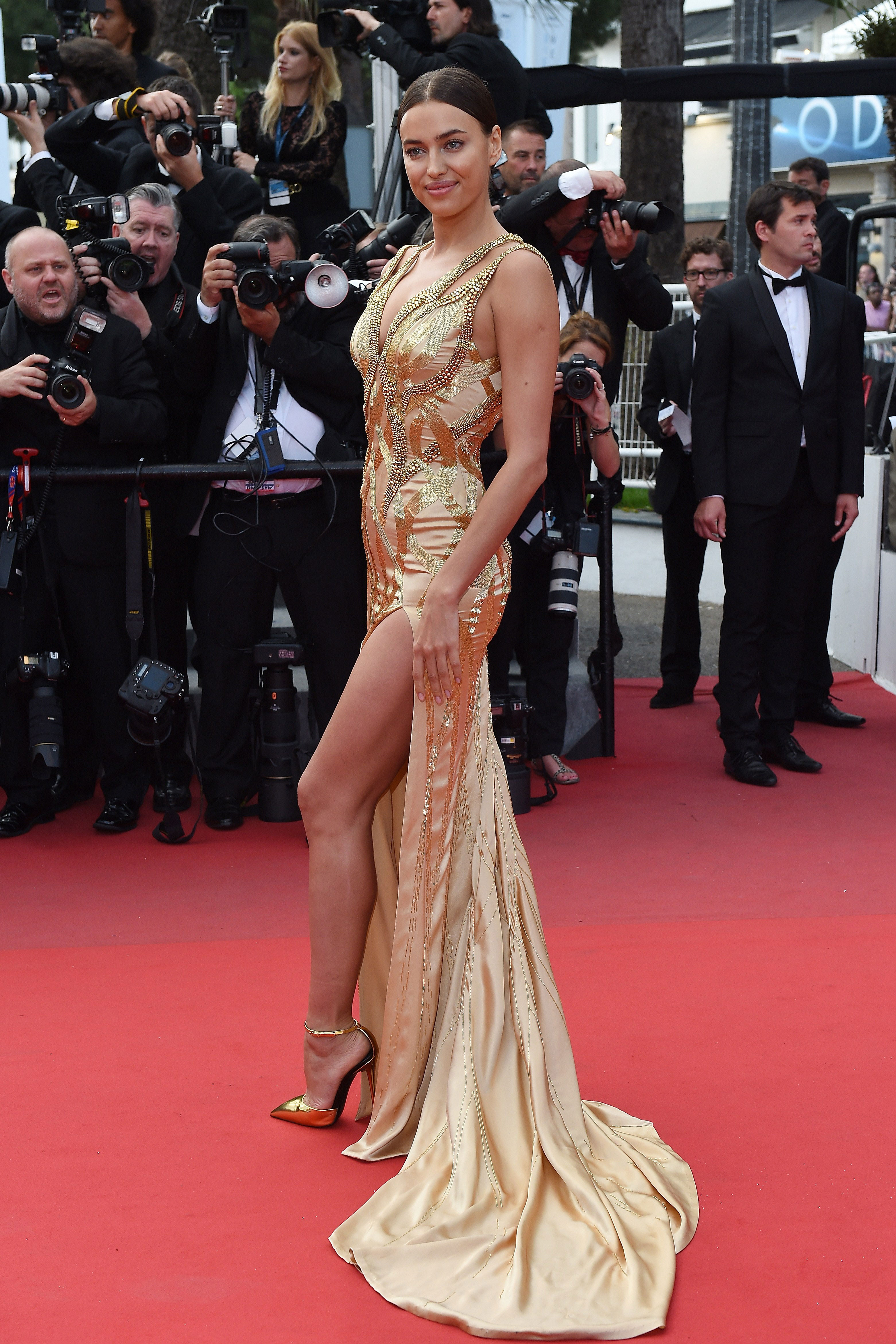 Irina Shayk poses as she arrives for the screening of the film 'Sicario' at the 68th Cannes Film Festival.