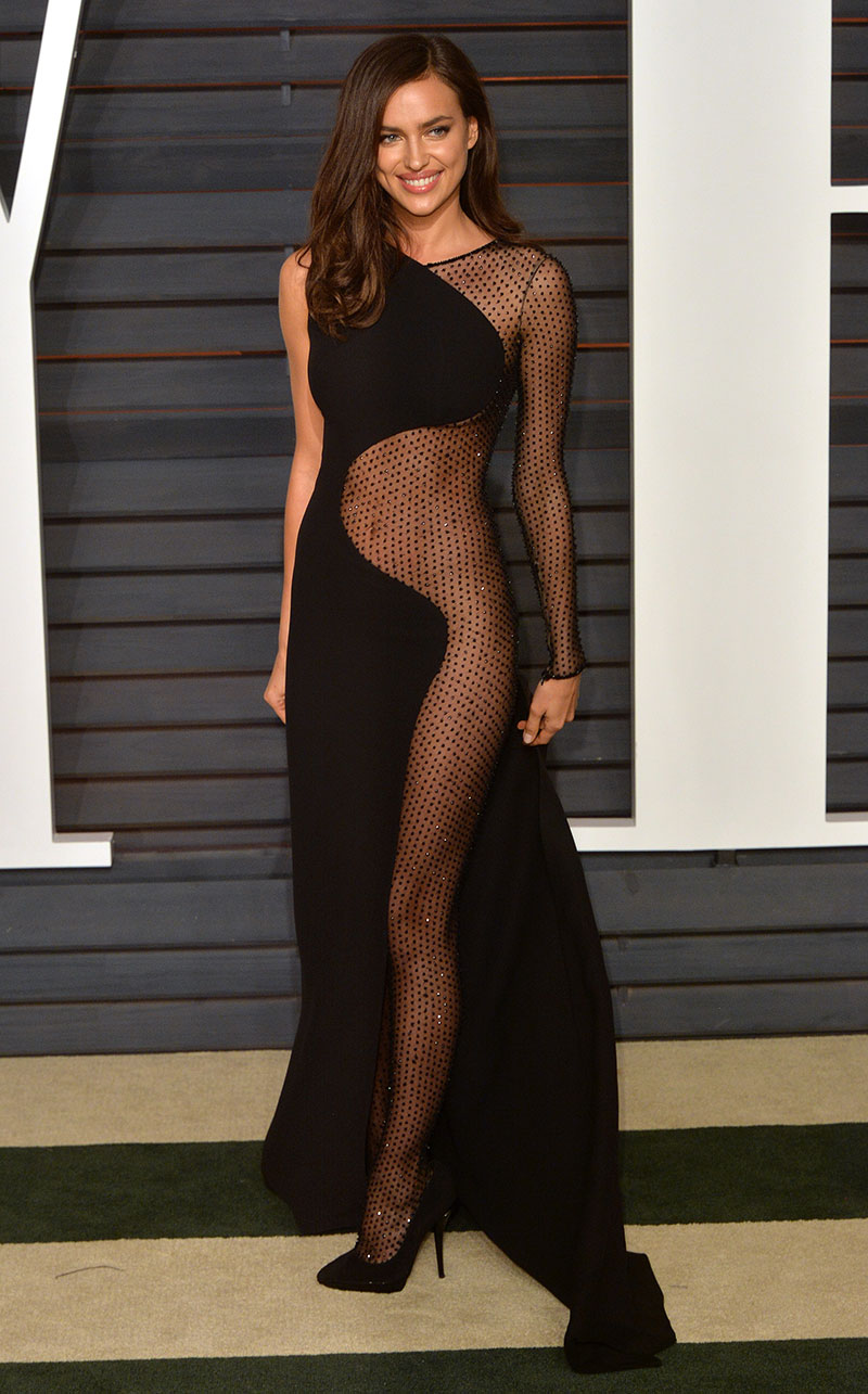 Irina Shayk attends the 2015 Vanity Fair Oscar Party