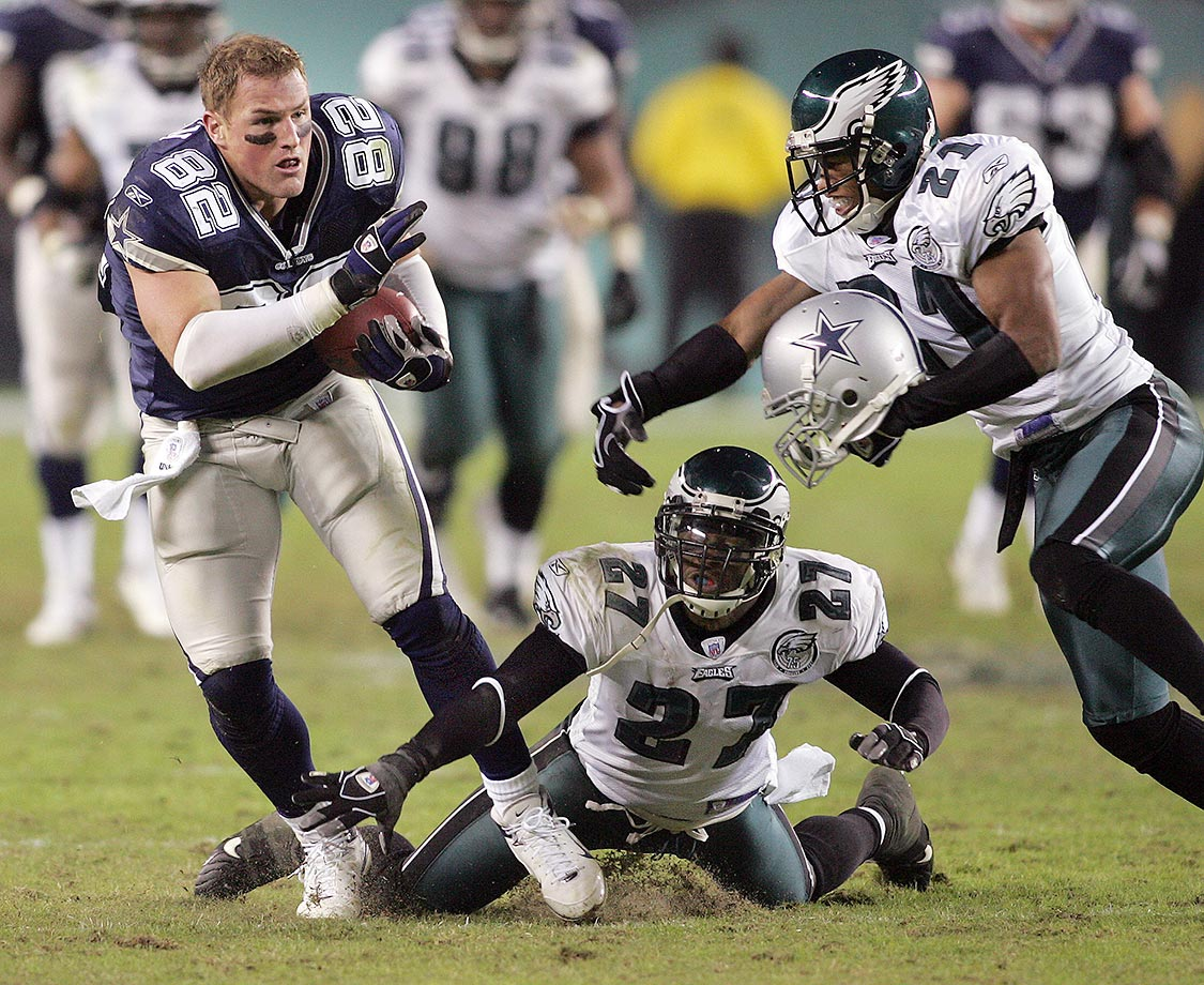 Witten runs with a catch after his helmet was knocked off during the Cowboys 38-17 win over the Philadelphia Eagles in November 2007.