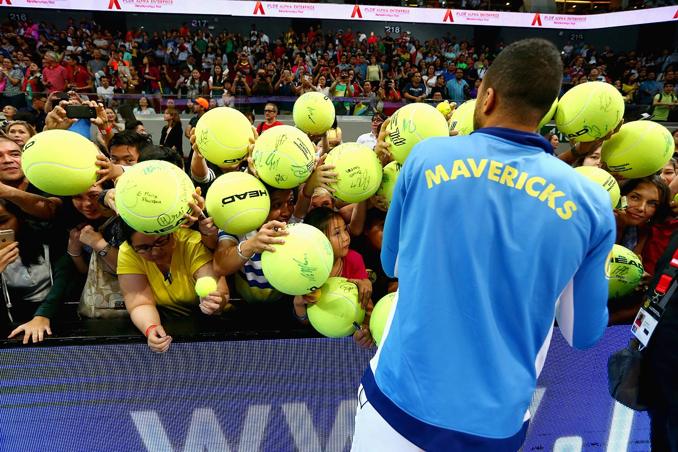 Jo-Wilfried Tsonga with fans after watching the Singapore Slammers play against the Manila Mavericks during the Coca-Cola International Premier Tennis League.