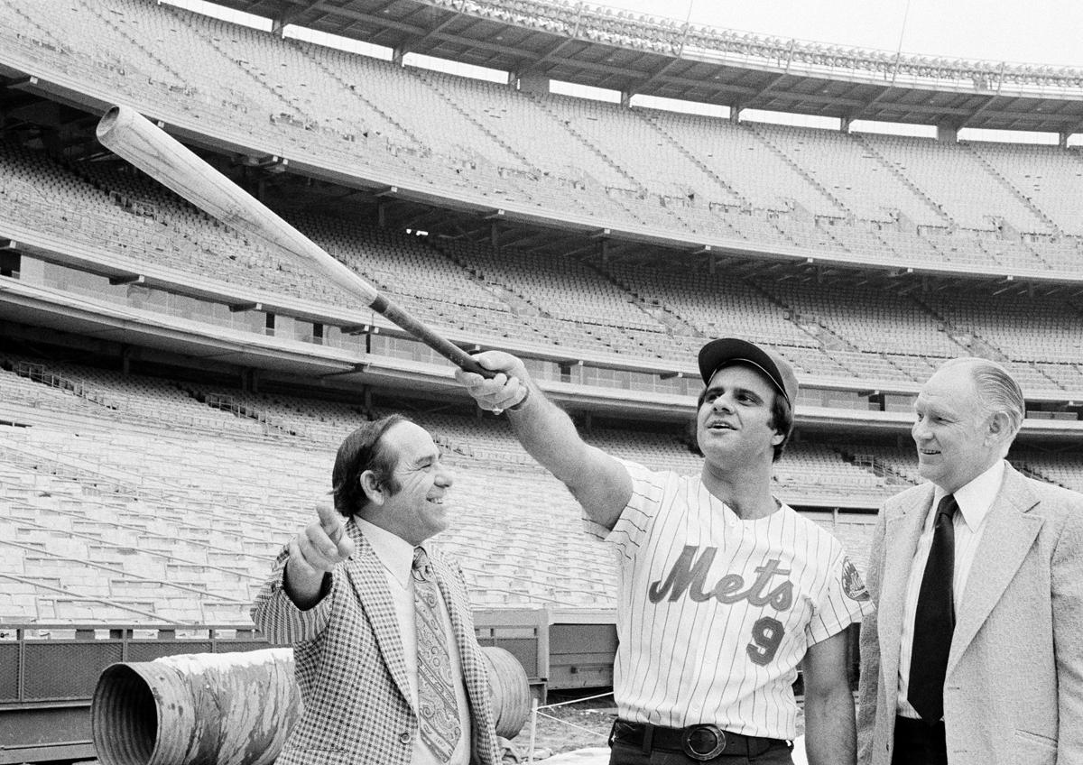 Torre jokes with Mets manager Yogi Berra and GM Joe McDonald. (AP)