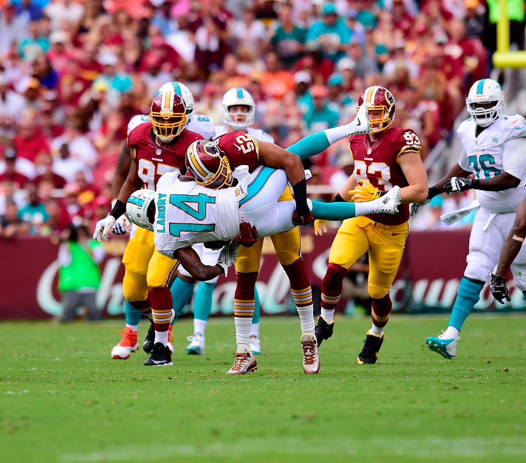 Keenan Robinson picks up Jarvis Landry on a tackle.