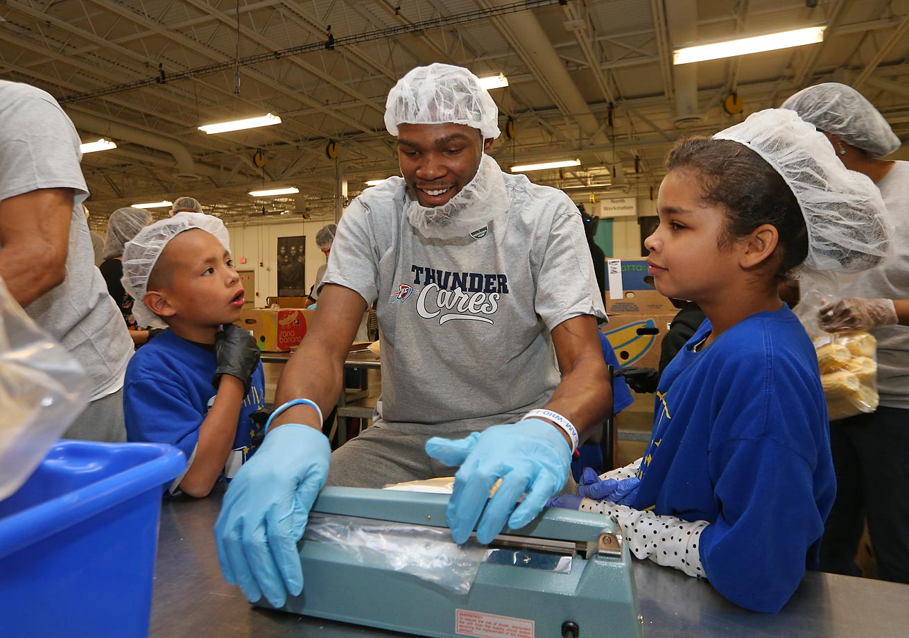 Kevin Durant and the Oklahoma City Thunder assist volunteers and students of Positive Tomorrow at the Regional Food Bank of Oklahoma.