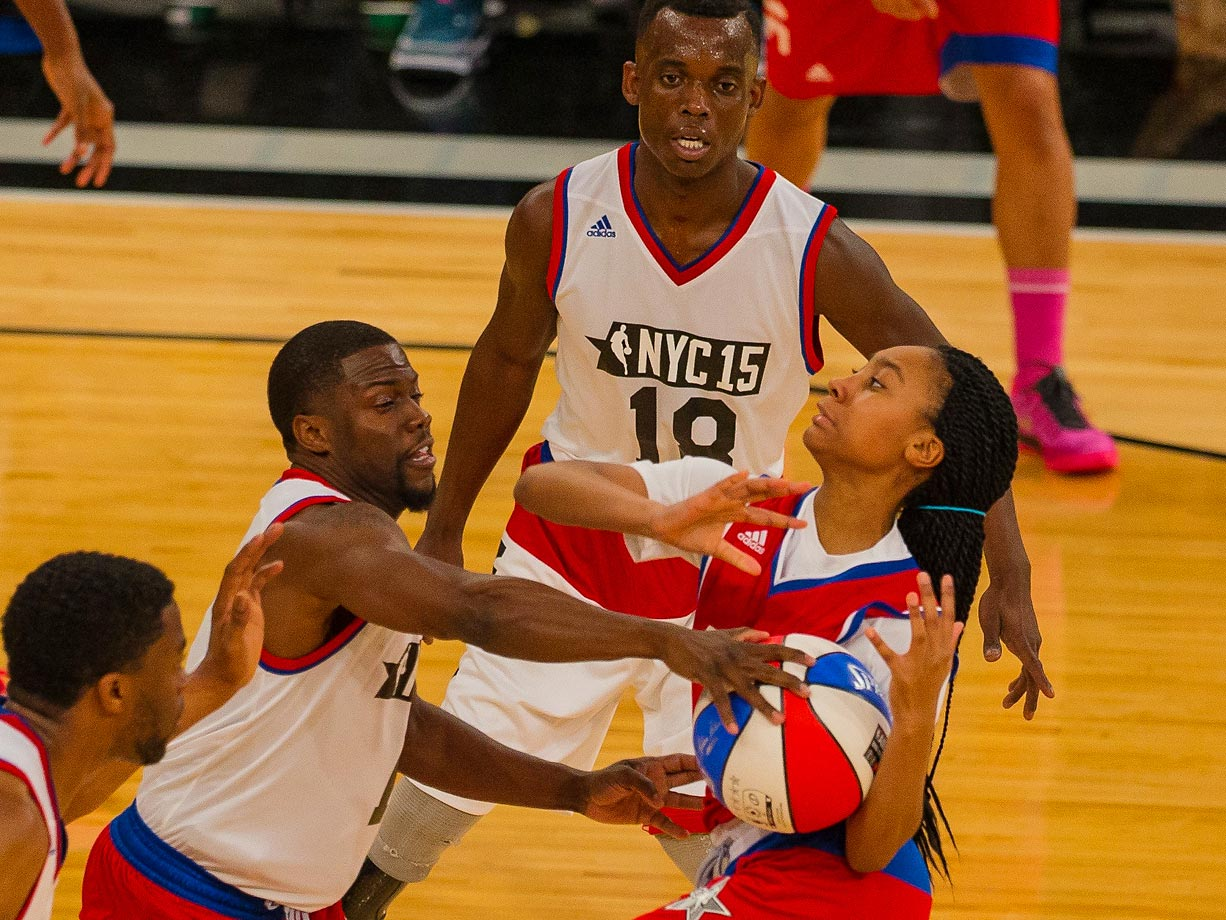 Kevin Hart strips the ball from Mo'ne Davis during the 2015 NBA All-Star Celebrity Game.