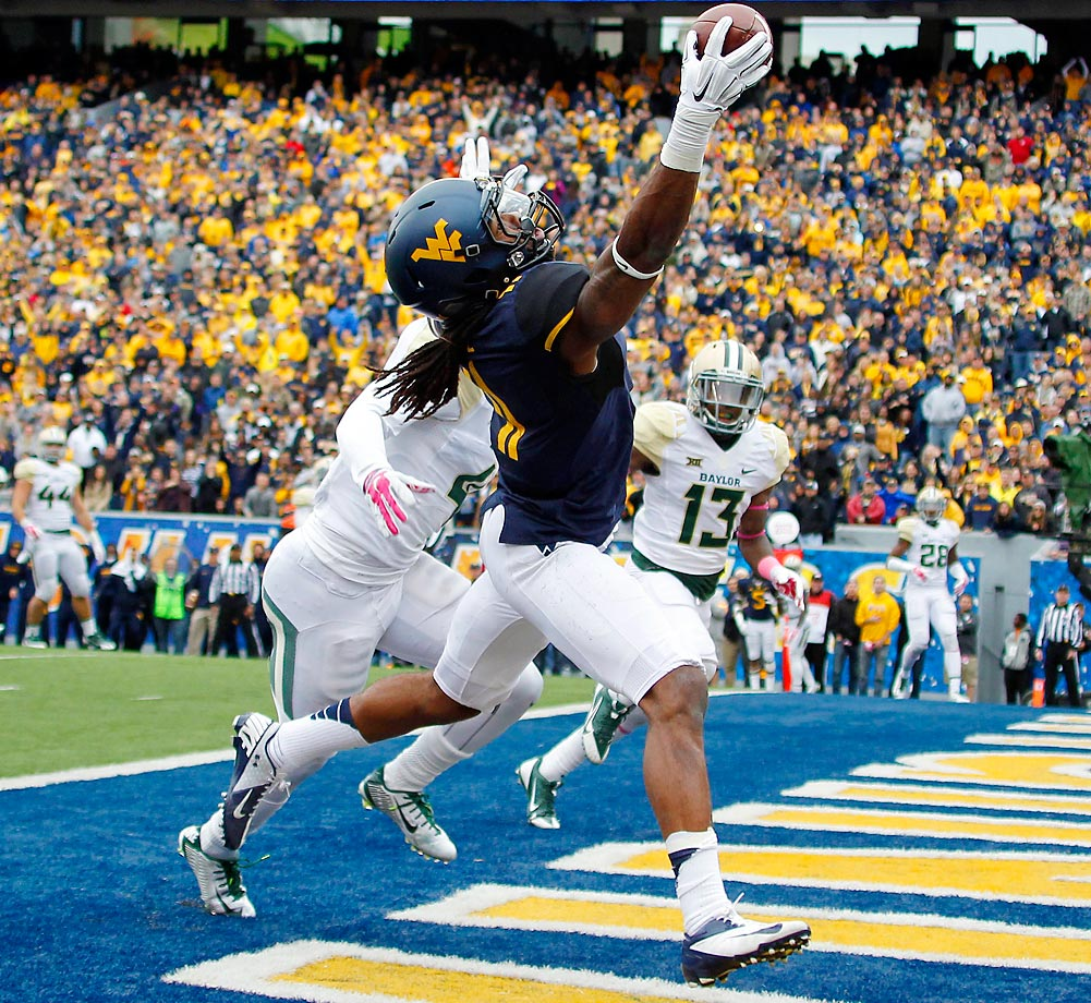 Kevin White of the West Virginia Mountaineers catches a 12-yard touchdown pass against Xavien Howard of the Baylor Bears. West Virginia defeated Baylor 41-27.