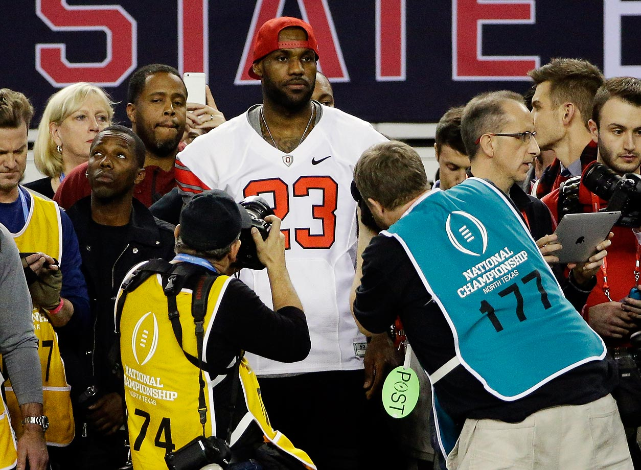 Even when disguised as an Ohio State football player, LeBron James was spotted bny photographers at the national championship game.
