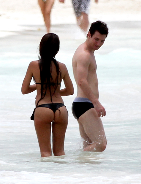 Messi admires girlfriend Antonella Rocuzzo while on a beach in Cancun. (Getty Images)