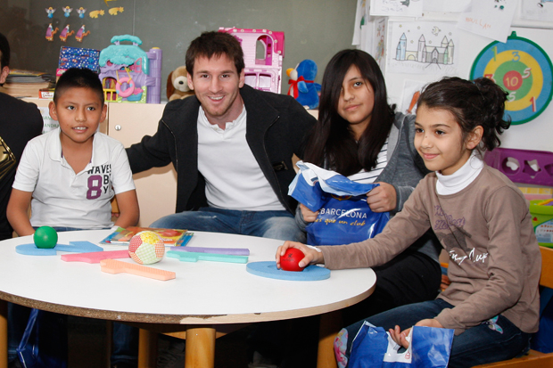 Messi visits children at Hospital del Nens in Barcelona. (Getty Images)