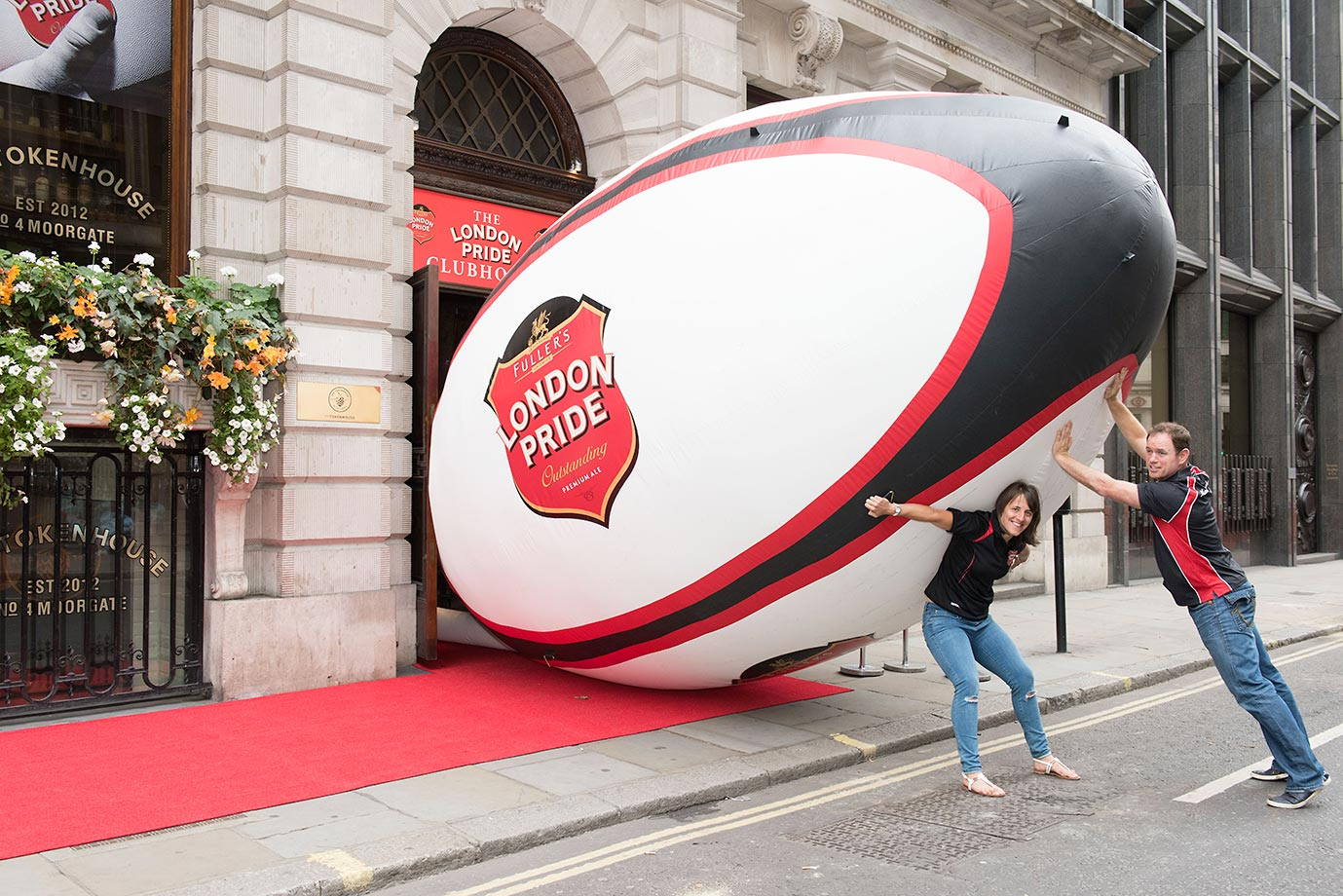 England World Cup winners Kyran Bracken and Katy McLean bring rugby to the City of London but overestimate the size of their task as they help put the finishing touches to the London Pride Clubhouse on Moorgate.