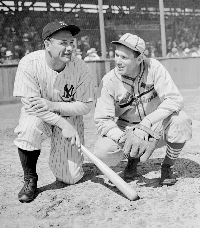 Lou Gehrig and Cardinals pitcher Dizzy Dean talk together before a game.
