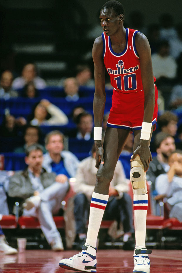 Manute Bol :: Getty Images