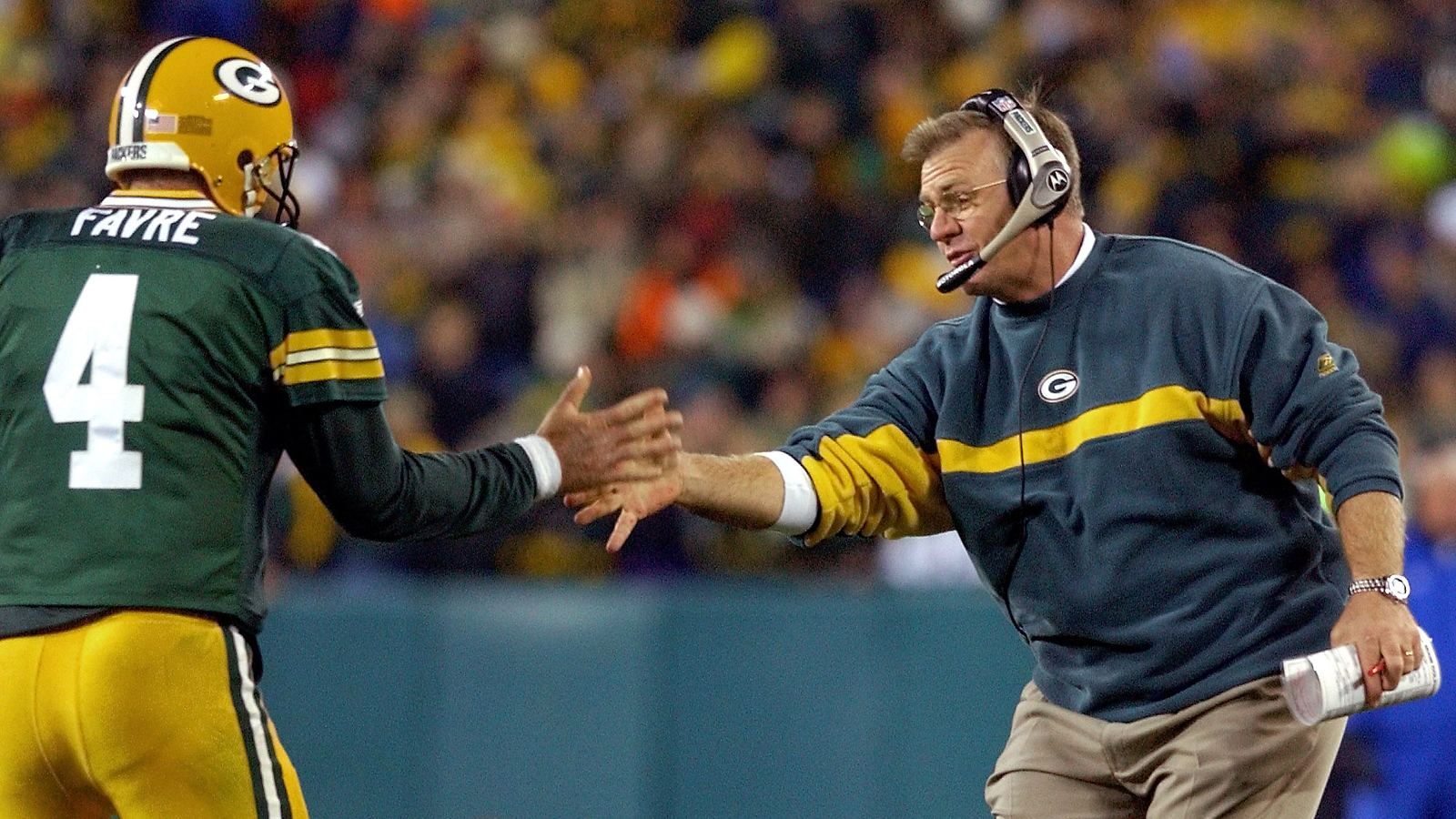 Sharing the good times with Brett Favre in 2002, when the Pack went 12–4 and made it to the divisonal round. (Photo: Morry Gash/AP)