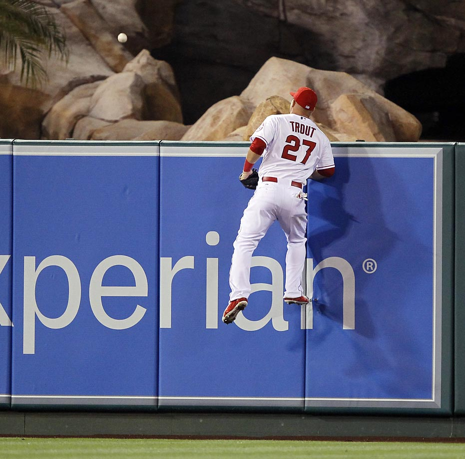 Mike Trout of the Los Angeles Angels can't reach this home run by Ian Kinsler of the Tigers.