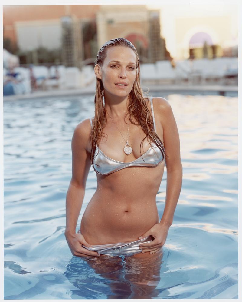 Molly sims 30 million bikini pic