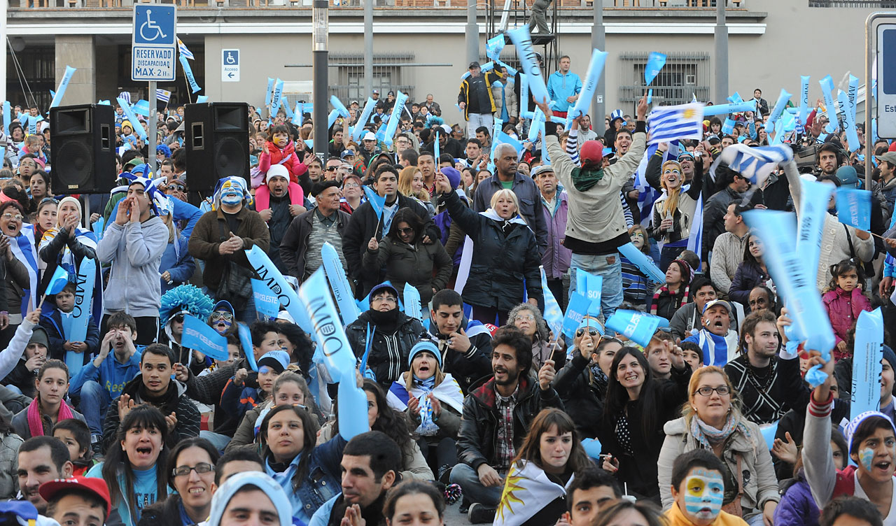 Fans in Montevideo, Uruguay, watch with disappointment the match against Costa Rica.