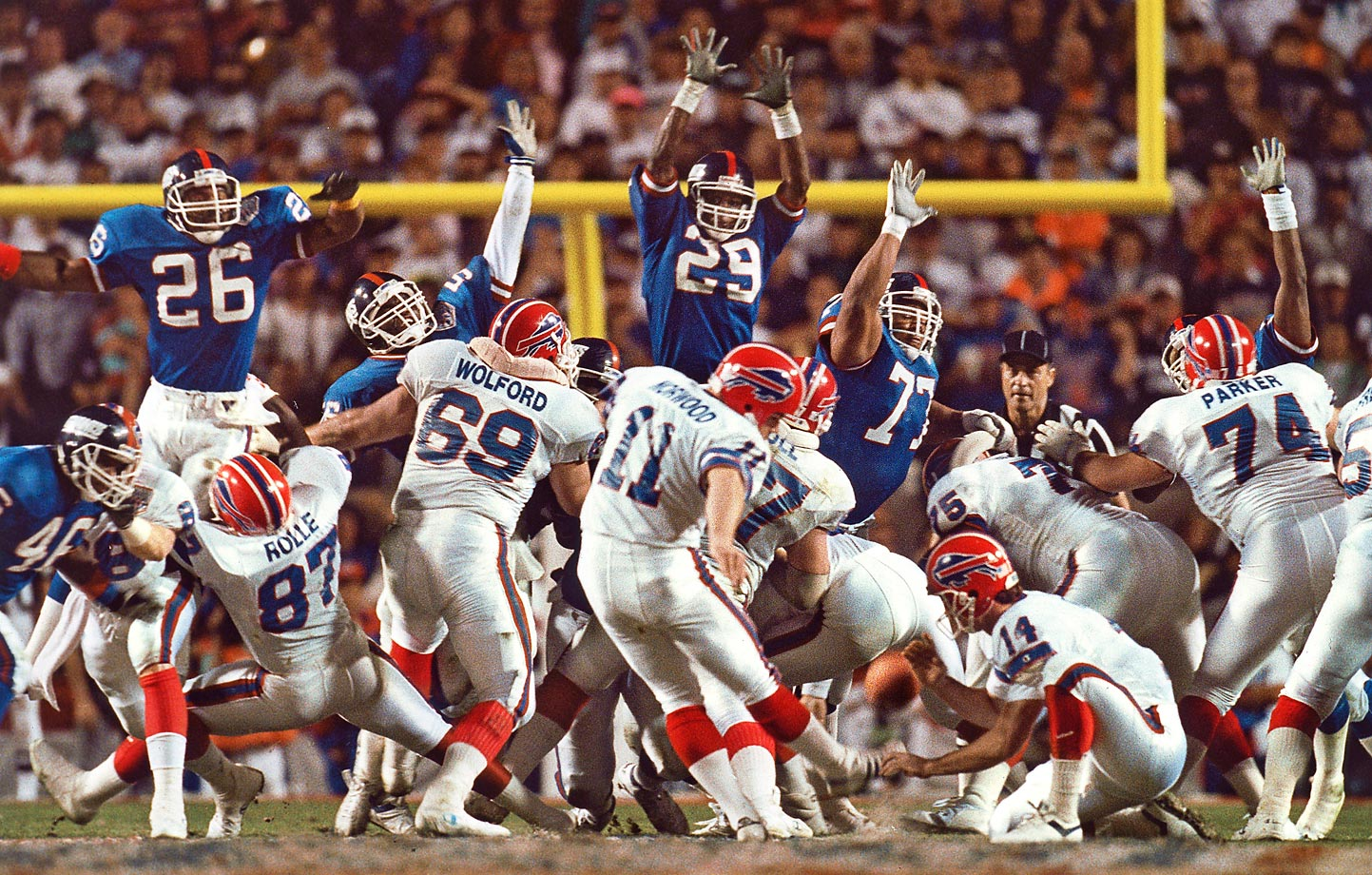 Buffalo Bills kicker Scott Norwood sends his game-winning field goal attempt wide right, securing the New York Giants' 20-19 victory in Super Bowl XXV in January 1991.